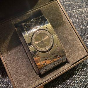 Gucci Twirl Model 112 Large Diamond Watch